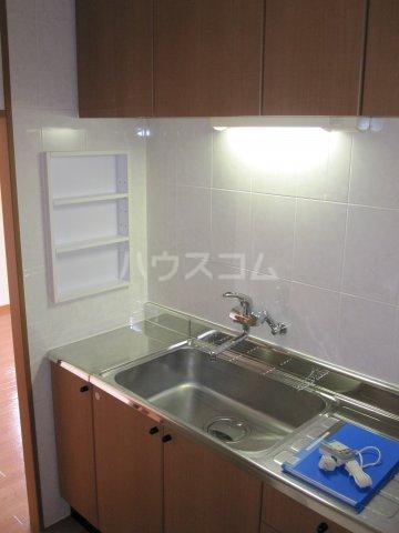 シャーロックホームZU 105号室のキッチン