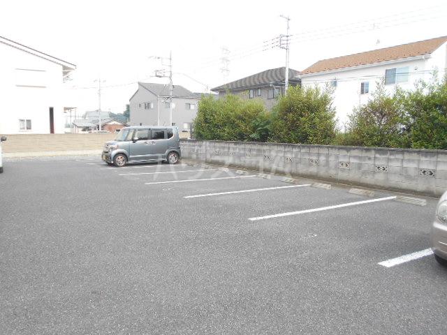 ライブリーコート 201号室の駐車場