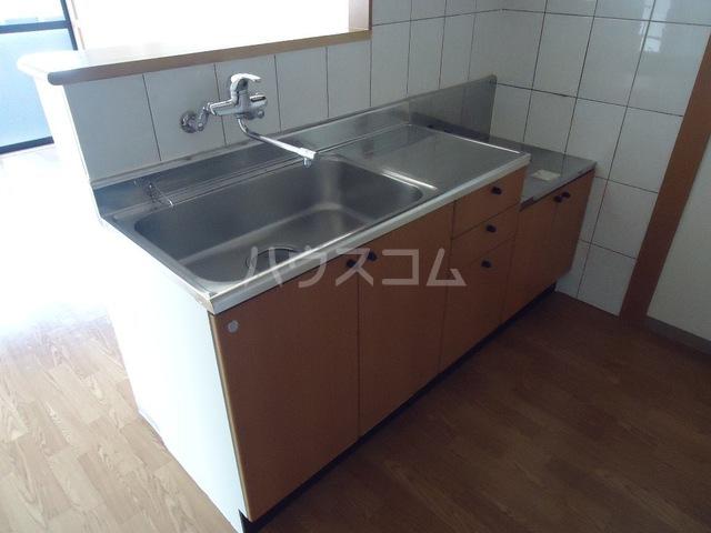 ファミーユ 101号室のキッチン