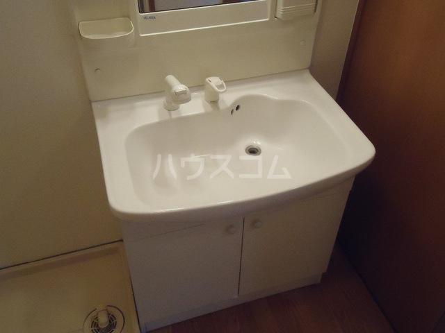 ファミーユ 101号室の洗面所
