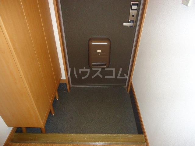 ファミーユ 101号室の玄関