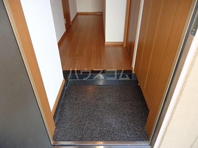 ピュア ステージ 103号室の玄関