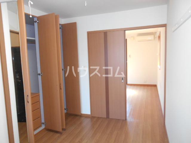 フローラル レジデンス 105号室の居室