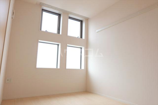 オハナ マハロ 202号室の居室