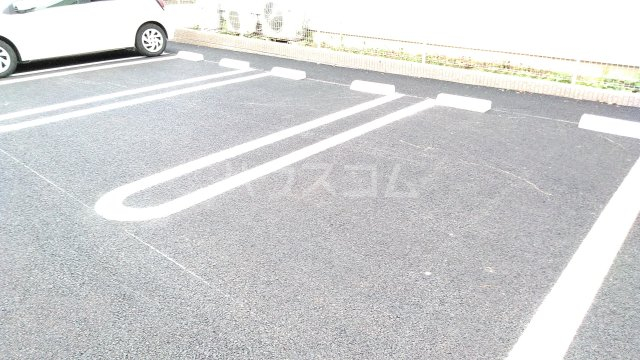 アリエッタ U 101号室の駐車場