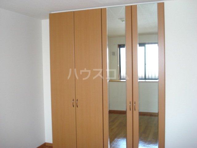 サンライズK 102号室のベッドルーム