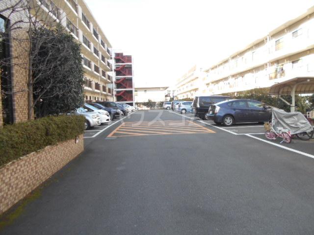 シテ・リヴェール 403号室の駐車場