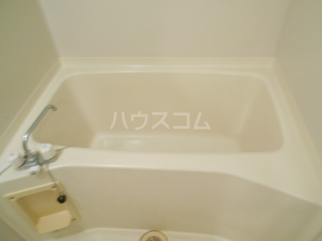 シテ・リヴェール 403号室の風呂