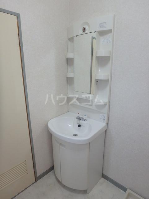 ファーストハイツ 109号室の洗面所