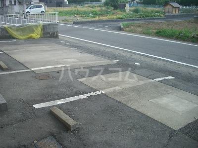 フラッツシバーズ 2-I号室の駐車場