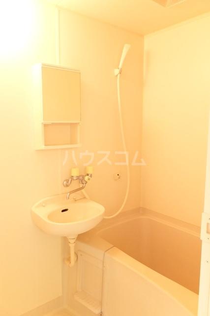 ベイハウスK 205号室の洗面所