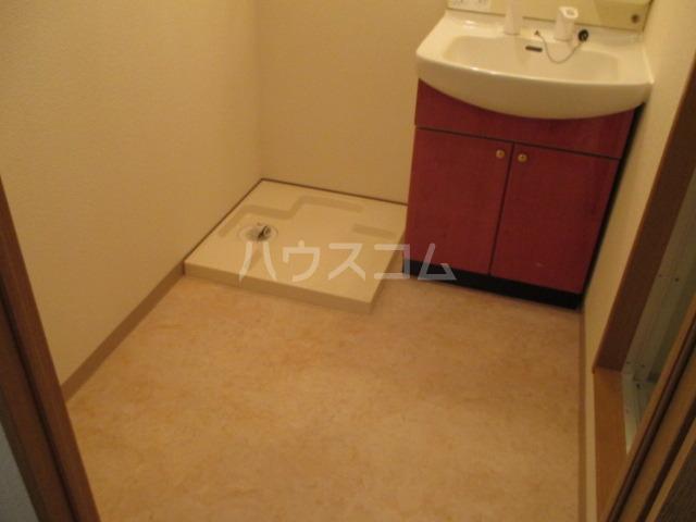 サンプレミール浦和 302号室の洗面所
