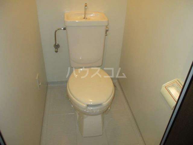 サンプレミール浦和 302号室のトイレ
