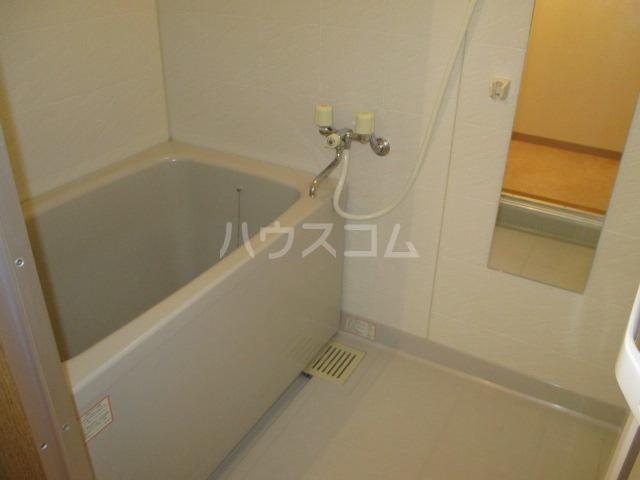 サンプレミール浦和 302号室の風呂