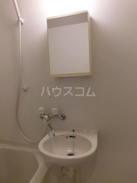 ホワイトゴールド祐天寺 103号室の洗面所