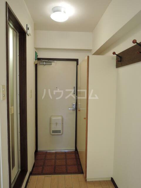 NYコート金沢 0205号室の玄関