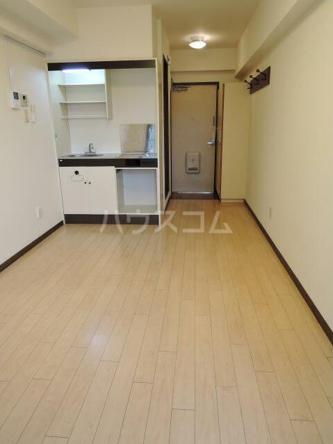 NYコート金沢 0205号室のリビング