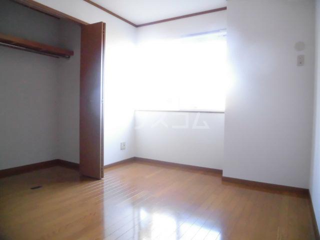 メゾン・オー スリー 01030号室の居室