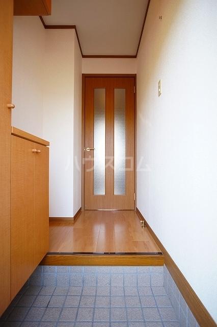 ア・ラ・モードB 01020号室の玄関