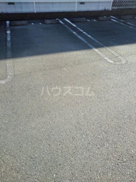 ピュア ミキ B 202号室の駐車場