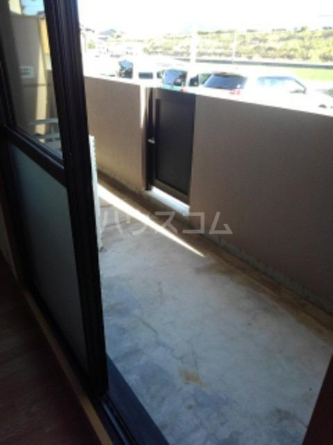 サン ビオラ 01030号室のバルコニー