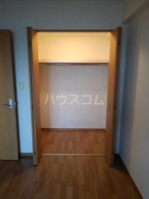 サン ビオラ 01030号室の収納