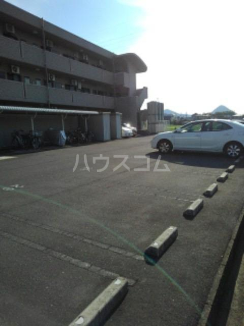 サン ビオラ 01030号室の駐車場