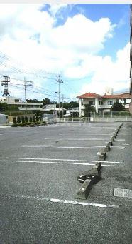 クラシオン ナゴA 303号室の駐車場