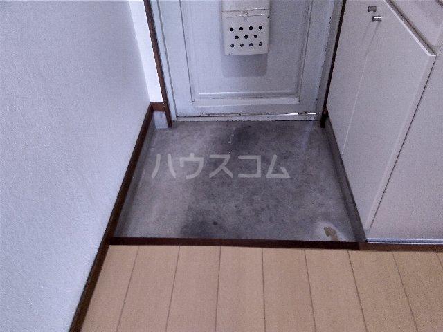 幸友ハイツ 302号室の玄関