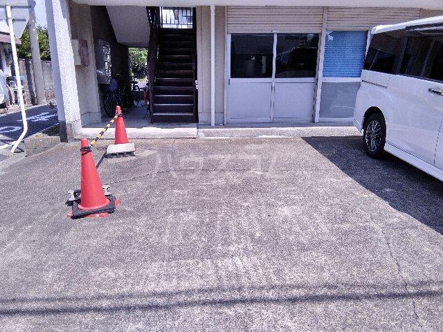幸友ハイツ 302号室の駐車場