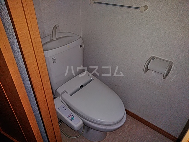 ノーブル・コーケ・横浜 404号室のトイレ