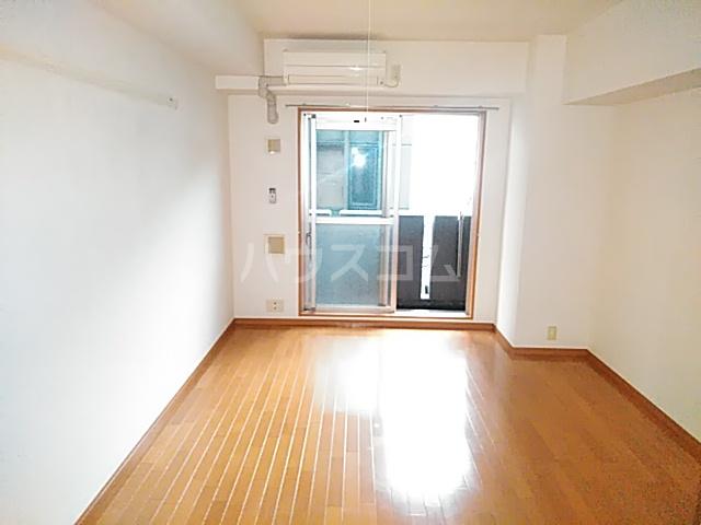 ノーブル・コーケ・横浜 404号室のリビング