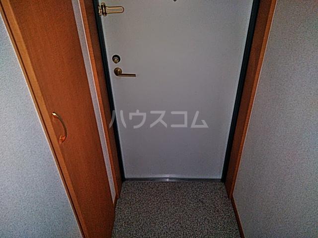 ノーブル・コーケ・横浜 404号室の玄関