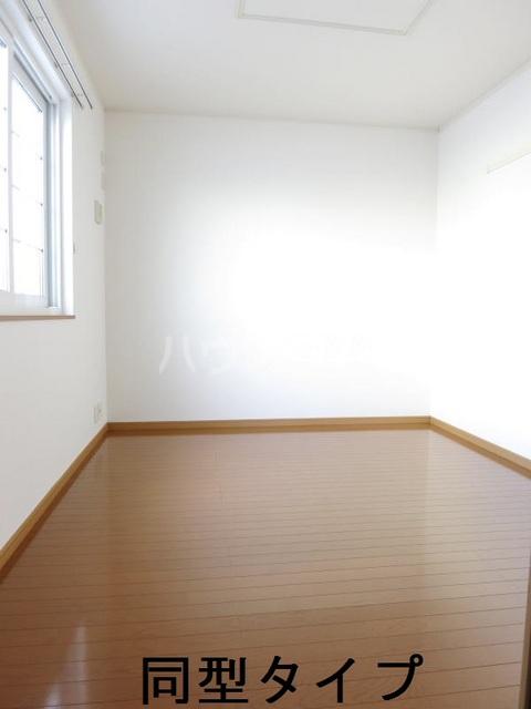 ラフィーネB B102号室のベッドルーム