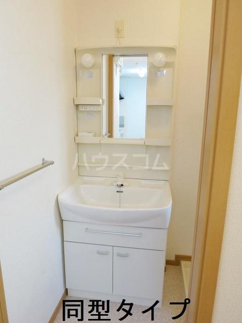 ラフィーネB B102号室の洗面所