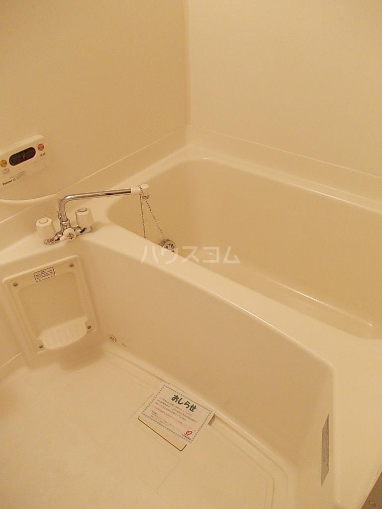 シャン・ド・フルールS 202号室の風呂