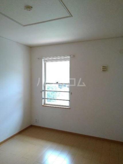 リバーサイドグリーン 02030号室の居室