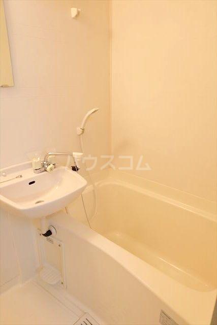 Kハイツ 102号室の洗面所