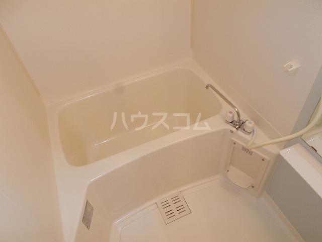 ヒラソル住山Ⅰ 01030号室の風呂