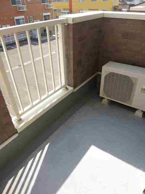 グランデールA 202号室のバルコニー