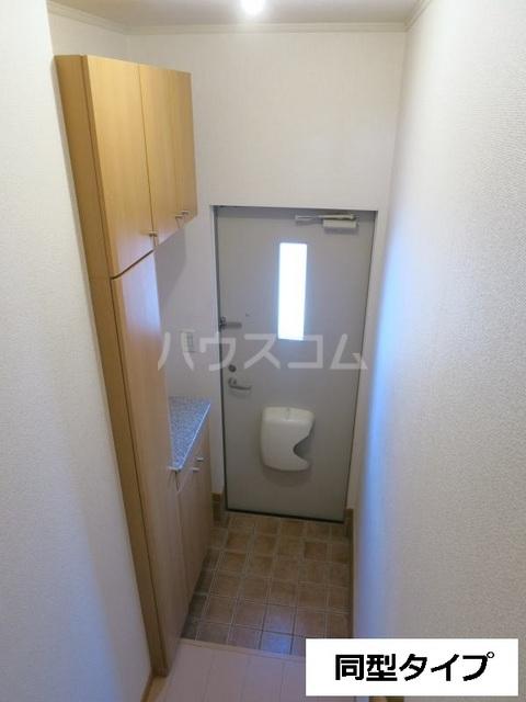 セントラル道本A 203号室の玄関