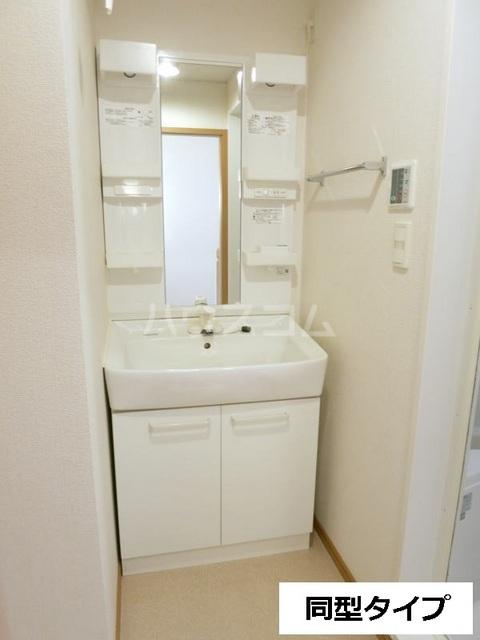 セントラル道本A 203号室の洗面所