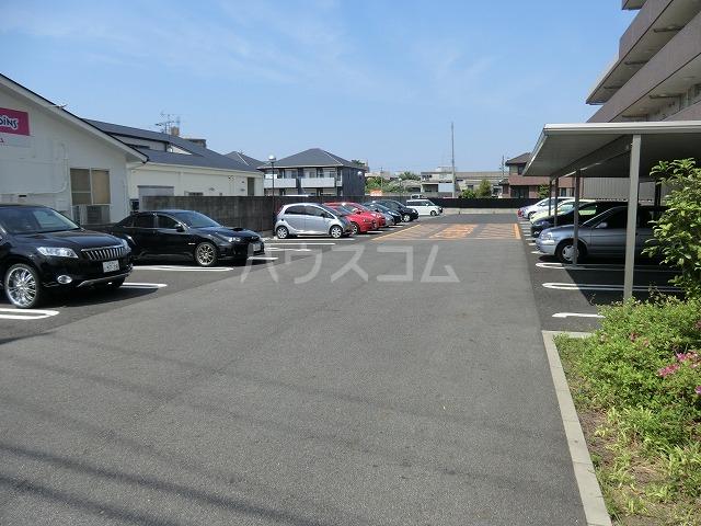 マンションM・K 312号室の駐車場