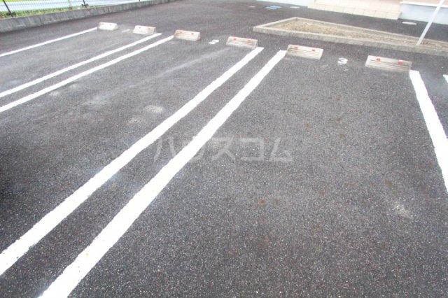 アニメート ヒル 202号室の駐車場