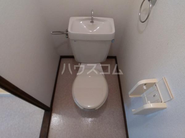 コーポラス岩津B棟 101号室のトイレ
