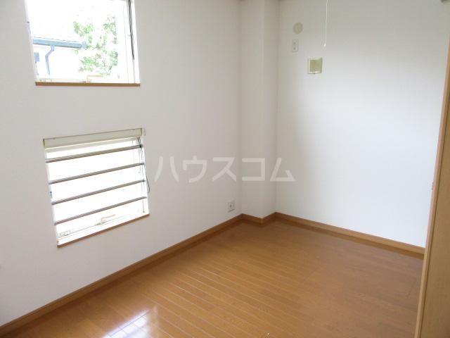 ヴィクトワール 02010号室の居室