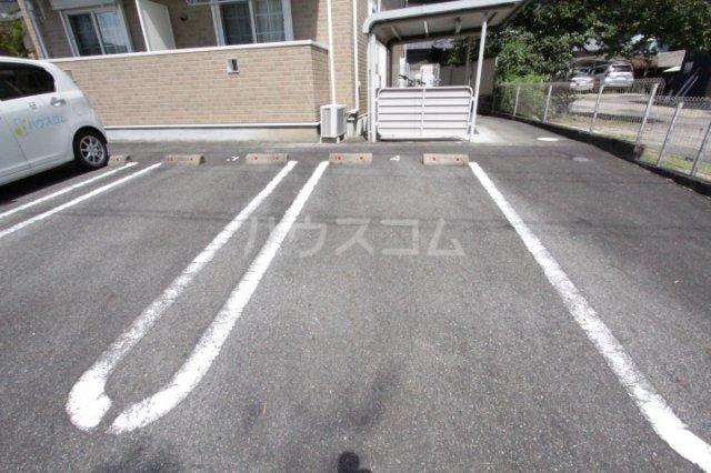 メゾン永和 202号室の駐車場