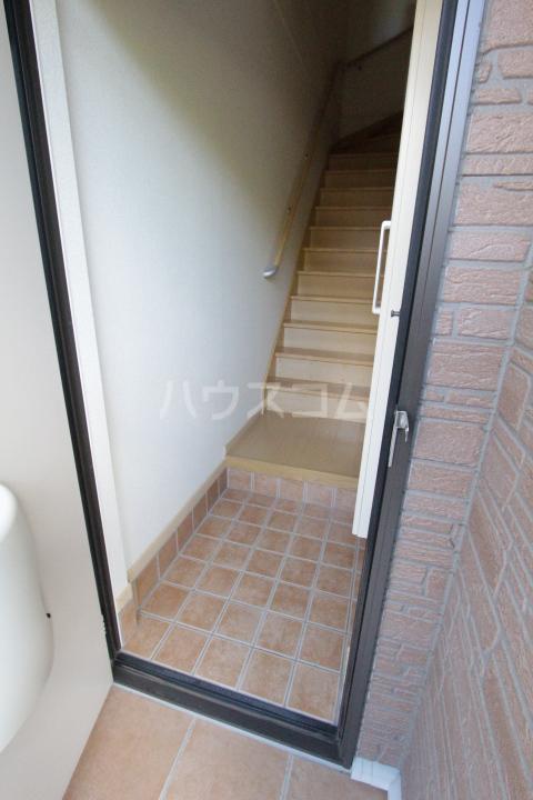 メゾン永和 202号室の玄関