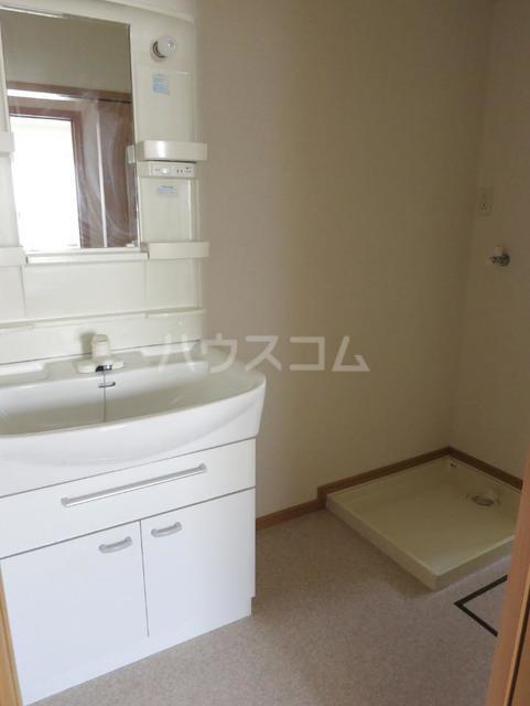 サンパティーク B 201号室の洗面所