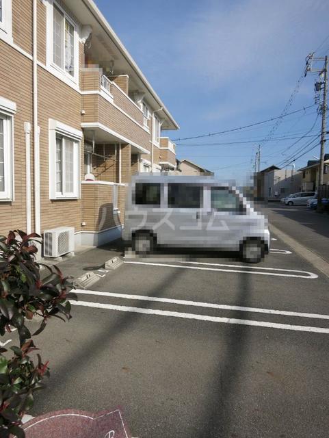 サンパティーク B 201号室の駐車場